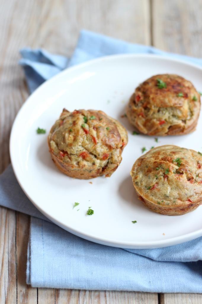 hartige muffins met prei, paprika, pijnboompitten en bosui - minder melk gebruiken, veel meer zout en peper