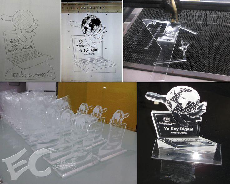 Recordatorios corporativos tipo trofeo en acrílico cristal, corte y grabado laser