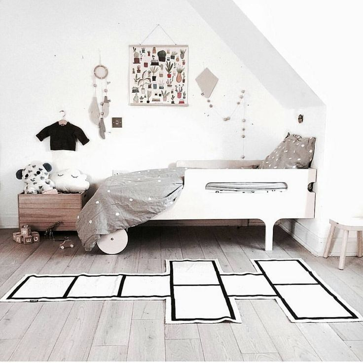 Wishing everyone super sweet dreams and lots of luck for the giveaways we've got going on ... be sure to join in the fun. ---- We dig this awesome room of @chloeuberkid - so many cosy and playful details, not to mention the ooh noo linen duvet cover in action! www.ooh-noo.com