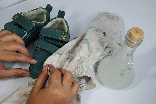 Cómo limpiar zapatos de gamuza - wikiHow