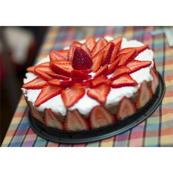 Decorating Cake With Frozen Strawberries : 1240 best Dessert Recipes images on Pinterest