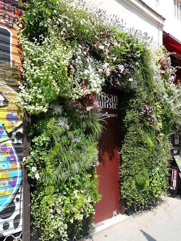 Le mur végétal de l'Artisan Fleuriste (Paris 3e) http://www.pariscotejardin.fr/2013/07/le-mur-vegetal-de-l-artisan-fleuriste-paris-3e/