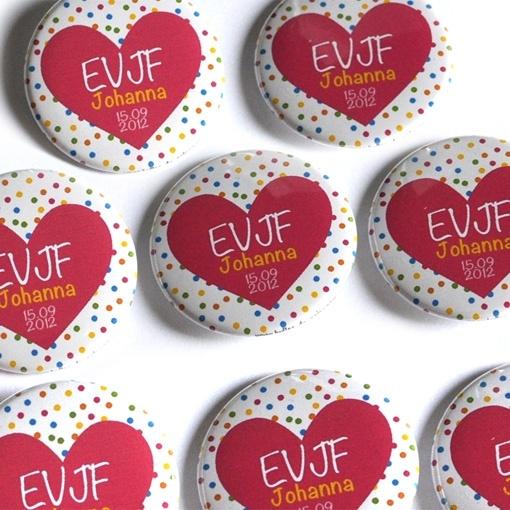 Confectionner de petits badges avant le Jour J - #EVJF -