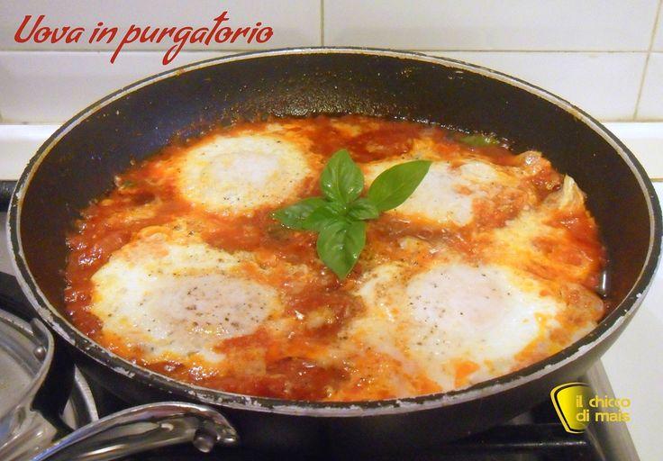 Uova in purgatorio (ricetta salvacena). Ricetta per un secondo facile, veloce e vegetariano: uova in purgatorio cotte nel sugo di pomodoro e basilico