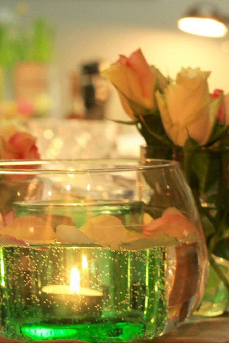 Candle light dinner table for two - Eine Tolle Tischdeko Mit Blumen Und Bl Ten F R Einen Sch Nen Dinner Abend Oder Bei Einen Kochevent