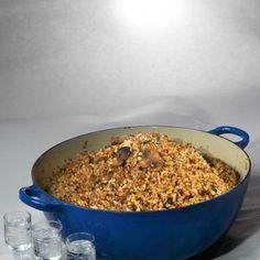 Гречневая каша с белыми грибами и пармезаном  Проще всего описать эту кашу так: ленивое гречневое ризотто, приготовленное в духовке