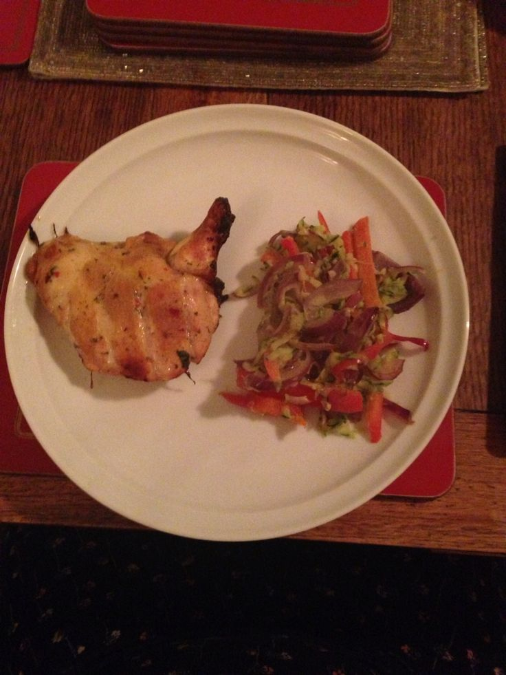 Oven baked lemon chicken with peppers, onion and courgette in coconut oil