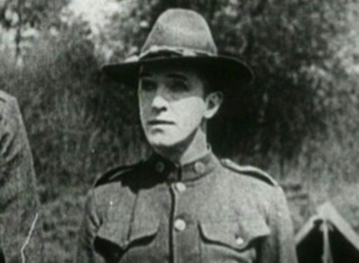 Stan Laurel in With love and hisses 1927