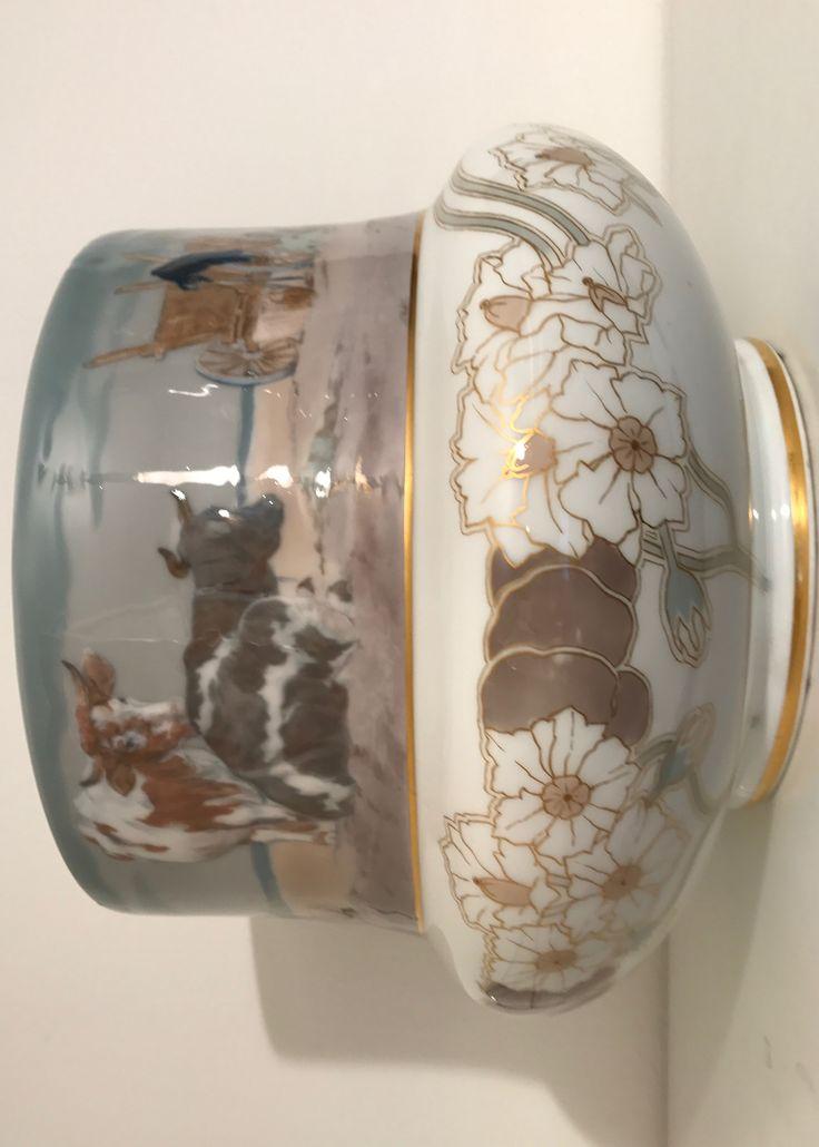 Meißen , Vase , Unikat . KARTOFFELERNTE , dargestellt im umlaufenden Panorama.  Auf dem Vasenbauch : Kartoffeln mit Blüten.  Die Vasenform entwarf  Theodor Grust.