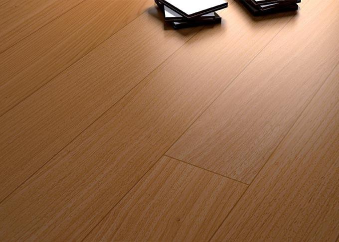 Tavolato Doussiè verniciato, costituito da listelli facili e precisi negli incastri. E' un parquet raffinato ma allo stesso tempo semplice e adatto ad ogni tipologia di sottofondo. Disponibile: verniciato, spazzolato verniciato e prelevigato.