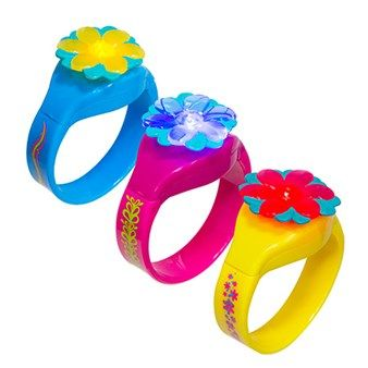 DreamWorks Trolls Hug Time Dive Bracelets from SwimWays are pool toys that light up under water!   The lights are water-activated, adding a fun element for kids as they swim and play. The adorable design of these officially licensed DreamWorks Trolls toys makes them fun to wear out of the water too - collect all the styles and trade them with friends!