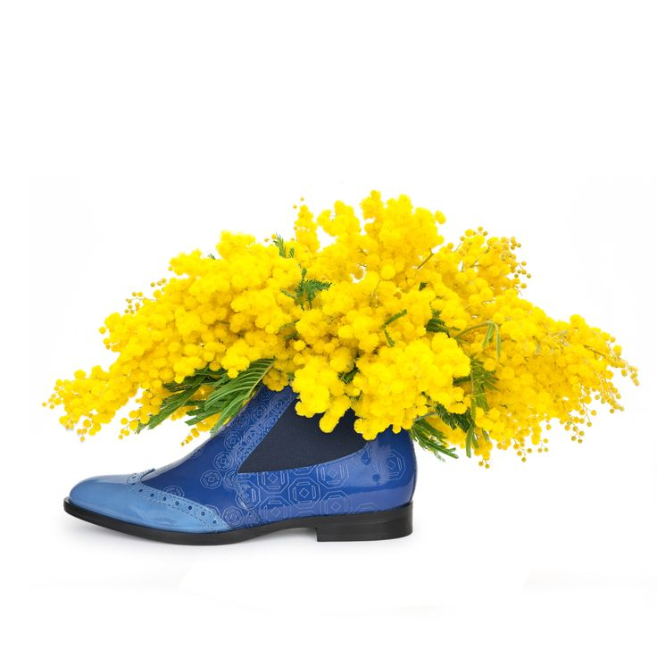 Happy women's day by three foot flowers