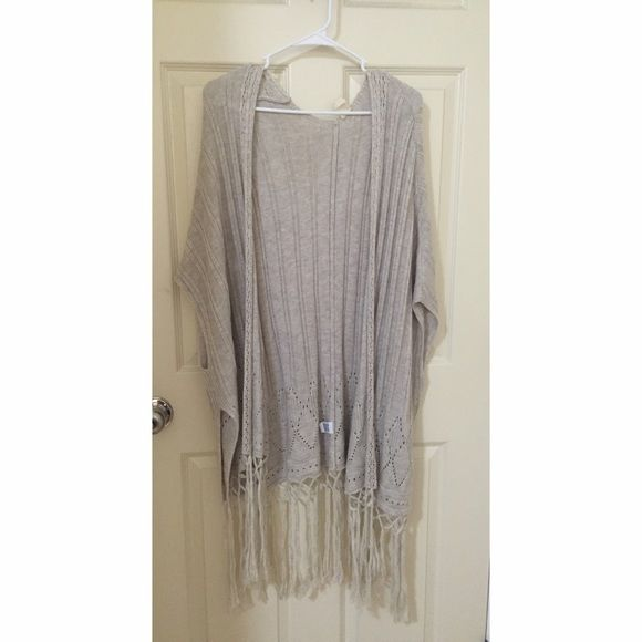 Brandy Melville Cardigan PUSH OFFER BUTTON! Brandy Melville from PACSUN cardigan. ONE SIZE. Gently worn, no flaws(:  Make offers! Brandy Melville Tops