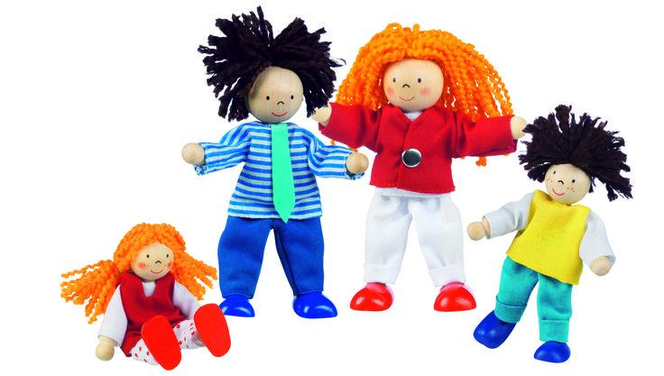 FAMILIA MODERNA DE MUÑECOS ARTICULADOS Es un conjunto de cuatro muñecos de madera: madre, padre, hija e hijo. Muñecas de madera con el pelo de lana  piernas y brazos articulados y ropa de telas naturales . Ideales para nuestras casas de muñecas. PVP: 12, 40 € #muñecos #casasjuguete http://www.babycaprichos.com/munecos-articulados-familia-moderna.html
