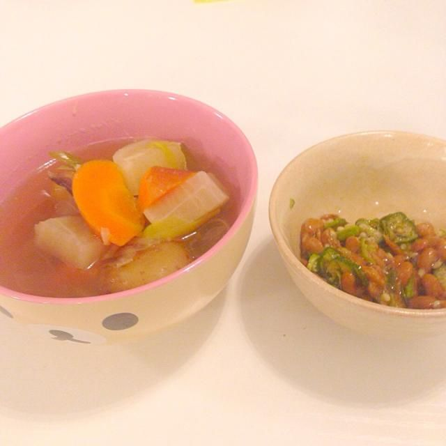 寒くなってきたから スープや汁物のストックを作ってます  生姜と長ネギをたっぷり入れた 和風野菜スープ  私が作ると何だか洋風?になってしまうのは ペルー日系二世の母に育てられたからだと思います(笑) - 8件のもぐもぐ - 11月10日晩ごはん by tsuruhideko