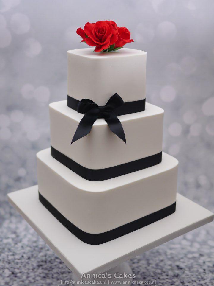 Square weddingcake red roses and black accents. Vierkante bruidstaart met rode rozen en zwarte linten.