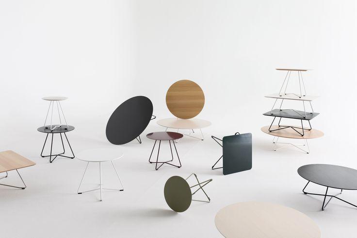 Scoop-sarjan pöydissä on kaksi eri korkeutta ja kuusi eri kansivaihtoehtoa. Pöydän metallijalustan väriksi on kromin lisäksi valittavissa mikä tahansa