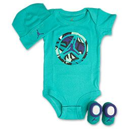 Tiny Jordan fans can dress just like their hero in the Jordan AJVIII Retro 3-Piece Infant Set. This adorable three-piece set has everything you need to give your baby iconic Jordan style.Featuring a onesie with Jordan screen-printing on the front, this tiny set comes equipped with matching booties and a cap. The stretchy, soft cap features the Jordan Jumpman logo, while the coordinating booties are an easy-on, easy-off style. Three button closures on the bodysuit ensures you can remove them…