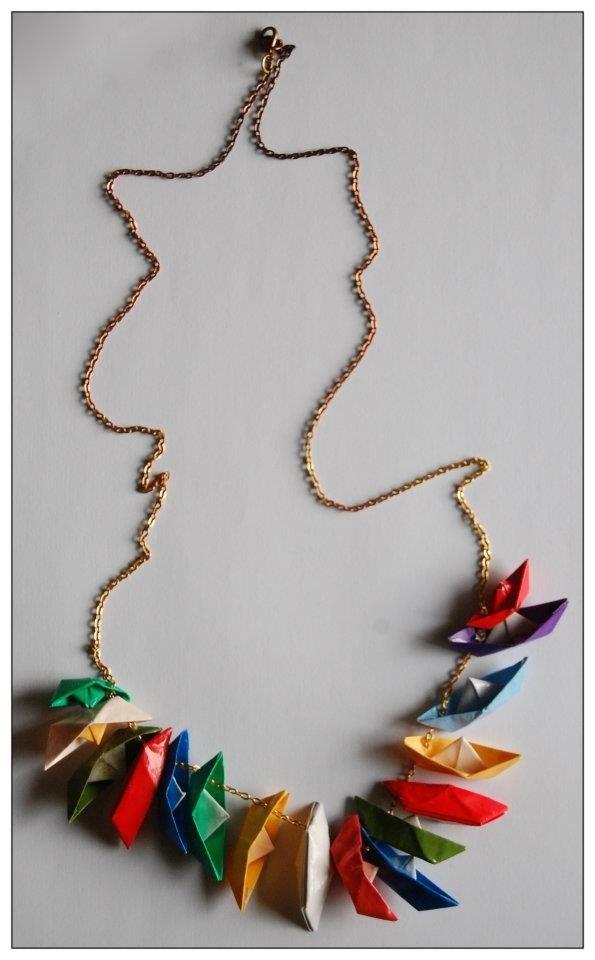 collana origami con barchette colorate : Collane di animor