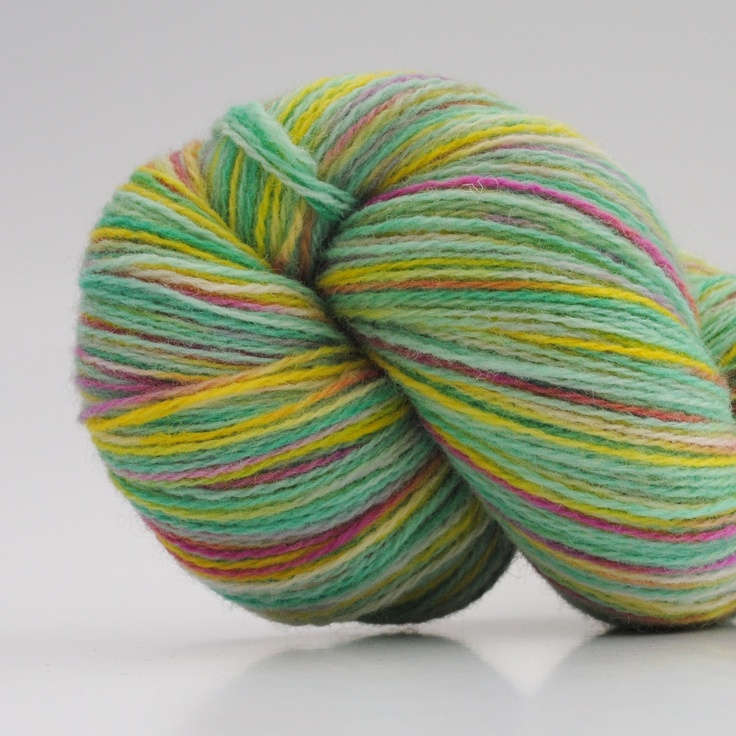 Parade, 2-ply wool, 450m/100gr from Aalerusen.blogspot.com.    Handdyed yarns by Julia Zahle