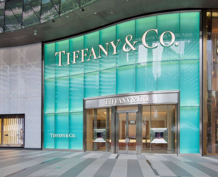 The two-story façade is lit with Tiffany Blue and carved with a wheatleaf pattern similar to that which frames the entrance of Tiffany's Fifth Avenue flagship store in New York City