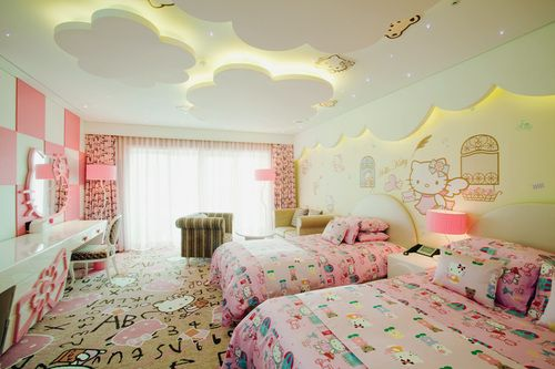 I love the clouds on the roof! Coolest kids room.