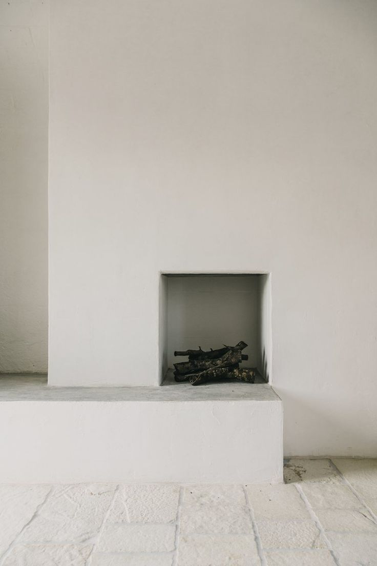 very minimal fireplace, white walls, allwhiteeverything