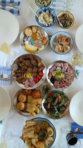 Picnic feast for your wedding guests