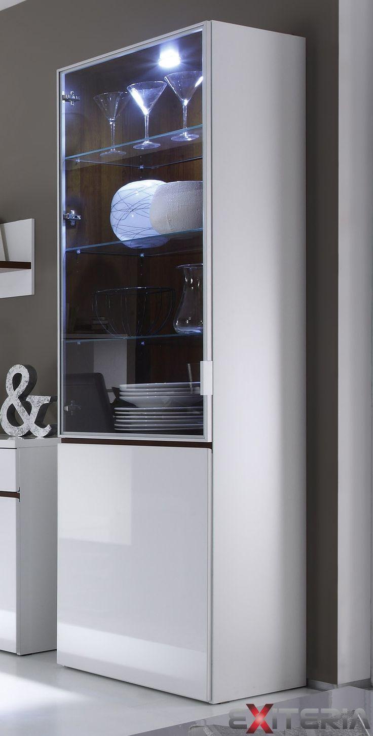 Moderná presklená vitrína Cordelia s LED osvetlením Cordelia furniture - showcase with LED lights