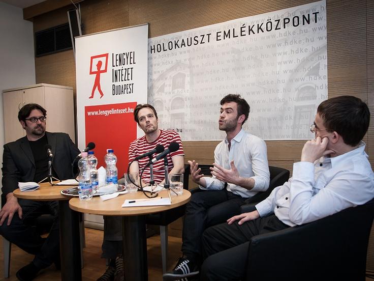 Panelists at the Warsaw uprising round table discussion. Photo PaweL Karnowski / A kerekasztal résztvevői a varsói felkelés 70-ik évfordulója alkalmából rendezett beszélgetésen.