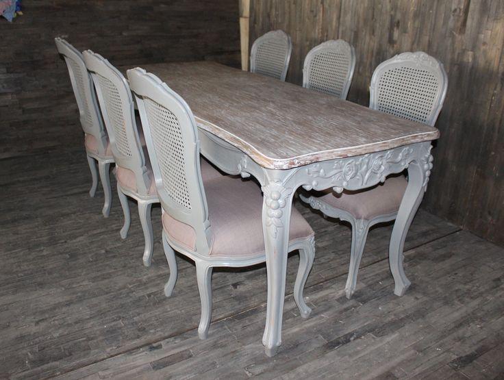 Tavolo e sedie  shabby chic, in legno massello, intagliati a mano
