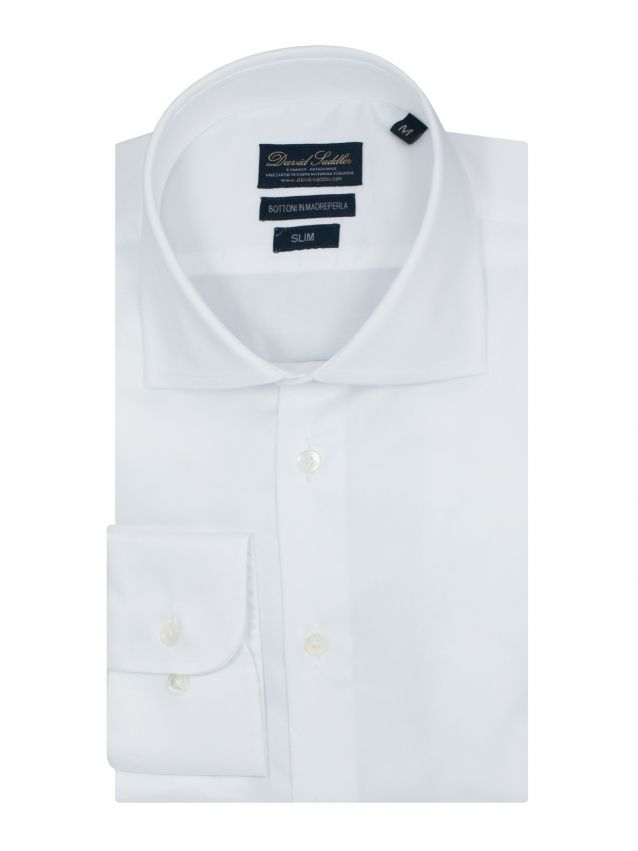 The white shirt Firenze for men is particularly suitable for the man who likes to dress with quality.