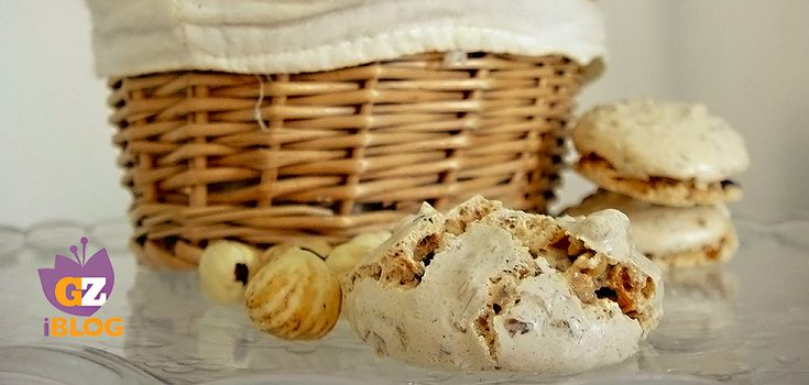 I brutti buoni sono biscotti tipici della tradizione piemontese senza farina quindi perfetti anche per i celiaci e si possono preparare anche con mandorle