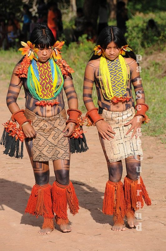Karajá girls ~ Amazon ~ Karajá people live in a 180-mile-long area in central Brazil, in the Goiás, Mato Grosso, Pará, and Tocantins provinces.