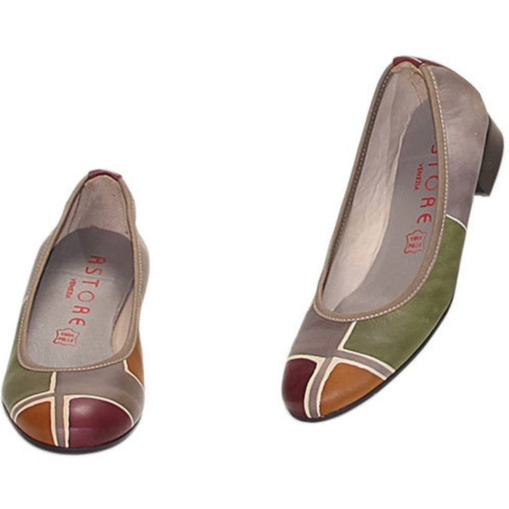 Natural leather ballerina pumps, hand painted. Leather inside and microlite outsole. Ideal for free time and casual clothes, match them to your Acquerello handbag! Colors green grey yellow and dark violet and geometrical pattern.