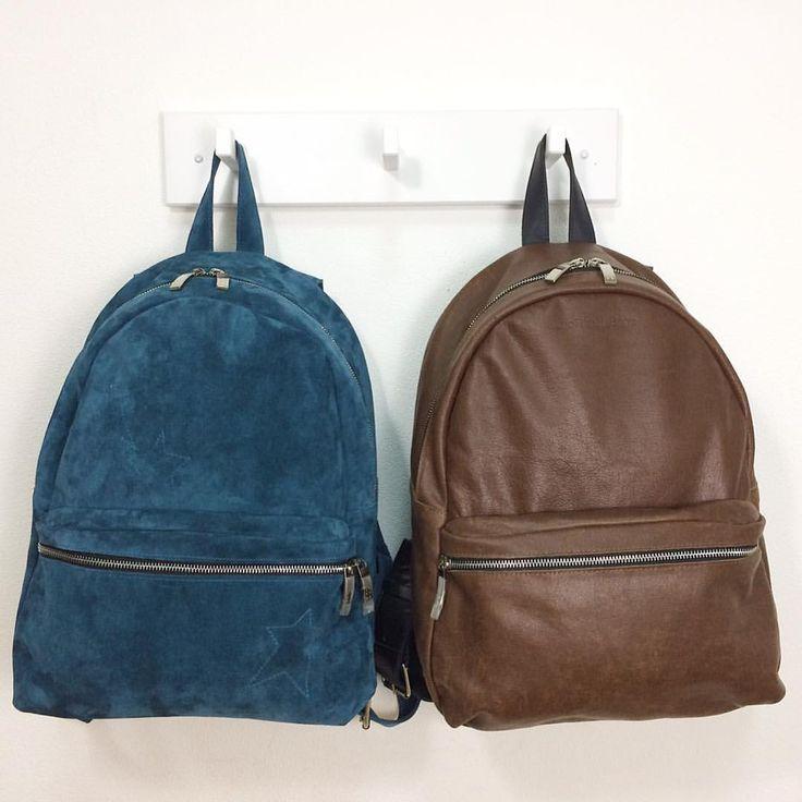 Привееееет! Вот они, наши новые рюкзаки!😍 Название у них вот такое #LeoFisher_MillionaireBackPack (можно просто - рюкзак-миллионер, мы поймём!👌🏼) - потом обязательно расскажем, почему😎 Самый внимательный разглядит на бирюзовом вышитую звёздочку⭐️ (дополнительная опция для женской версии😉). У этих рюкзаков действительно широкие лямки (можно посмотреть на предыдущем фото😉). А ещё мы уплотнили спинку - между подкладкой и кожей теперь есть специальная стеночка для ещё большего удобства и…