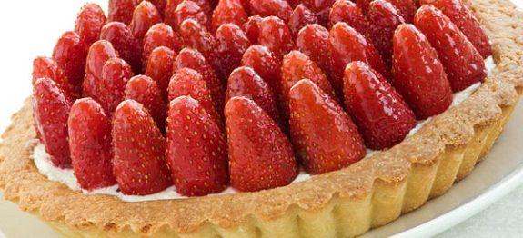 Ανακάλυψε μία υπέροχη συνταγή για γλυκιά ΤΑΡΤΑ ΜΕ ΚΡΕΜΑ ΠΑΤΙΣΕΡΙ ΚΑΙ ΦΡΑΟΥΛΕΣ, αποκλειστικά μέσα από εκπληκτικές προτάσεις που παρουσιάζει η Nostimada.gr.