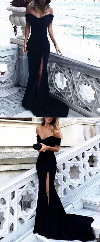 Robe noire sans bretelle avec tres beau decollete pour saint valentin chic et ro…