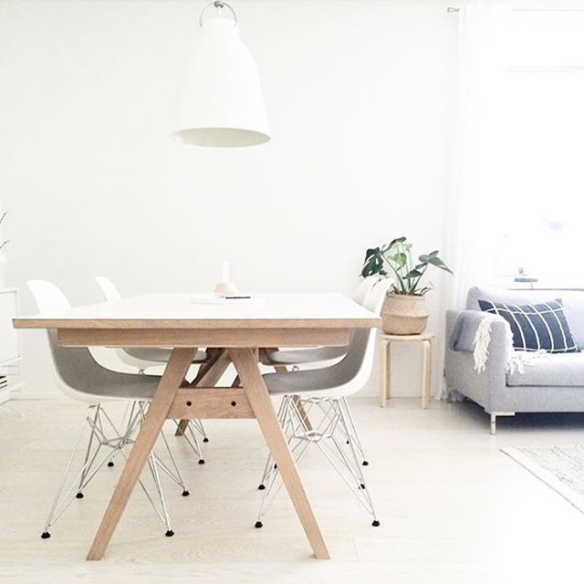 Have a look at our SM11 table in this beautiful home! Thank you so much for sharing it with us @interiorby.t #skovby #skovbyfurniture