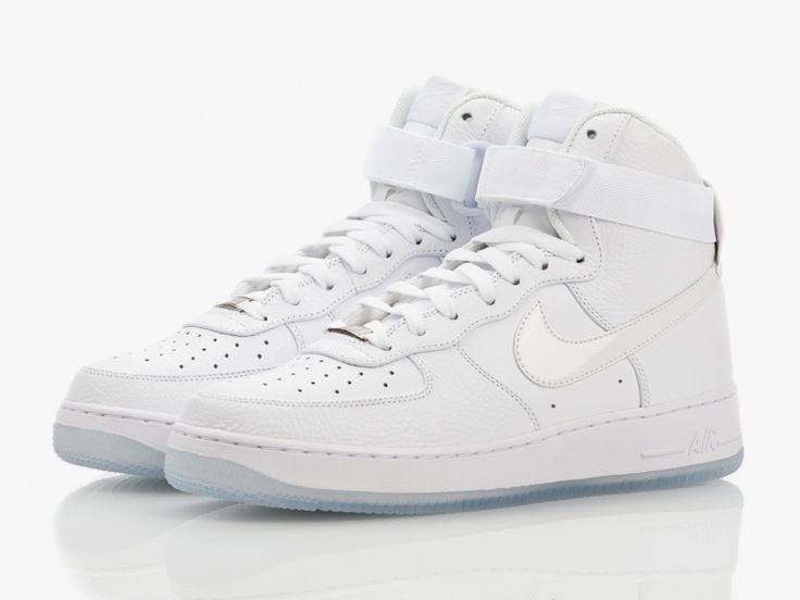Hoge Nike Air Force Sneakers in het wit. Klassieke must-have!
