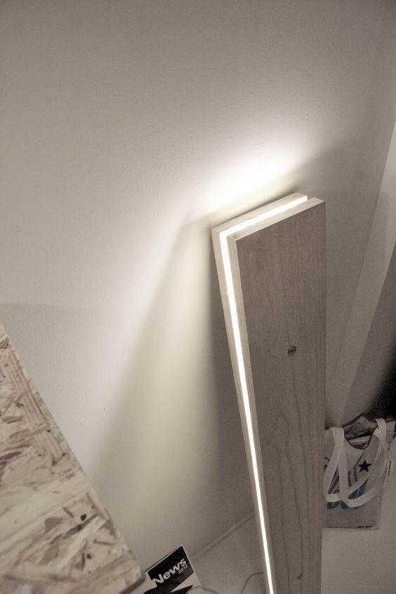 DIY Bois - lampe en bois. Réalisez une jolie lampe en bois grâce à deux lames de parements bois et en insérant un ruban leds au milieu. Pour trouver du parement bois : allez sur http://www.imberty.fr/ la marque Imberty est une marque française spécialiste de l'aménagement intérieur en bois. Les rubans leds se trouvent dans les magasins de bricolage (dans lesquels la marque Imberty est aussi vendue). A vous de jouer ! #diy #bois