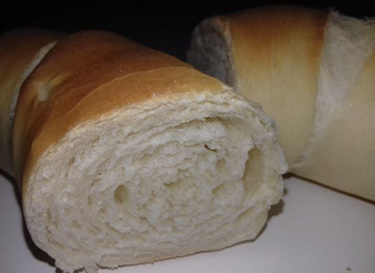 Ismeritek azt a kiflit, ami kívül ropogós belül vaj puha, de nem nyomódik össze és nincs élesztő íze? Ez a kifli nem finom ez MENNYEI. Édesanyámnak sütöttem a születésnapjára és azt mondta, hogy gyerekkora óta nem evett ilyen finom kiflit. Ezt a receptet az Akik szeretnek kenyeret sütni FB…