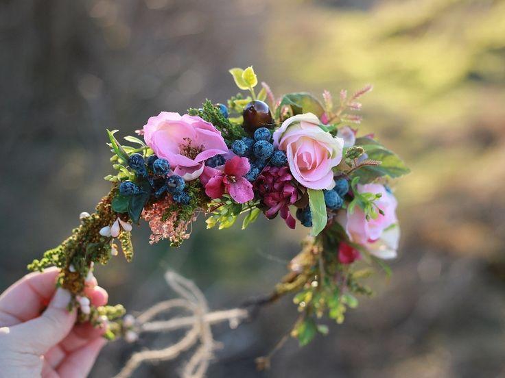 """Een nieuwe collectie van haaraccessoires voor ballen of andere speciale evenementen. Het volgende stuk is een bloem hoofd krans """"Koningin van het bal""""."""