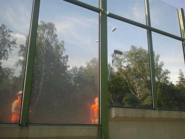 Mycie ekranów dźwiękochłonnych, fasad szklanych.