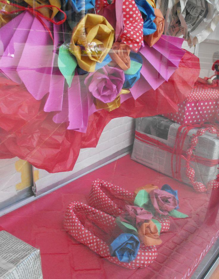disfraz y zapatos de carnaval de papel kraft
