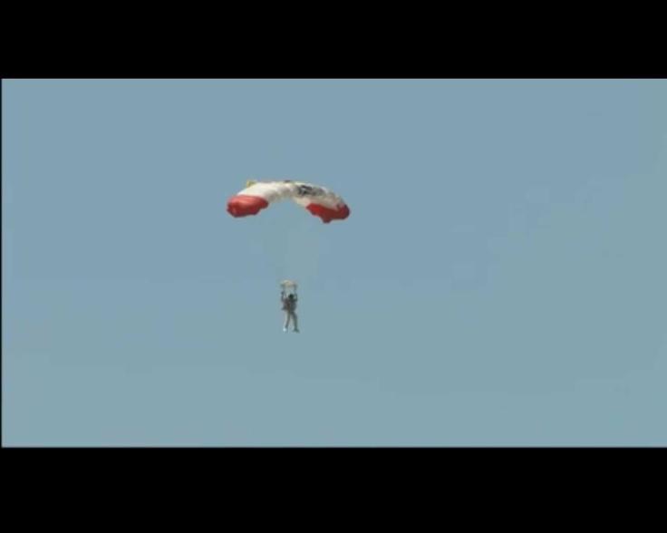 Abriendo el paracaídas @redbullstratos #felibaumgartner