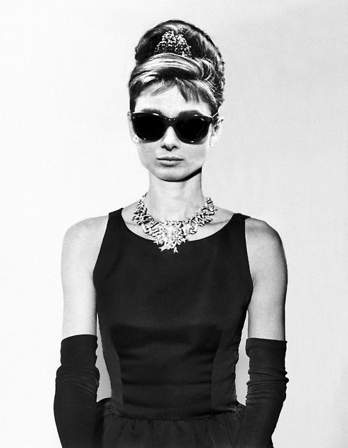 Holly Golightly (Audrey Hepburn):