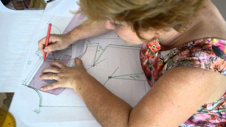 Neste vídeo ensino a graduação de molde de blusa com pences ou recorte princesa e manga.