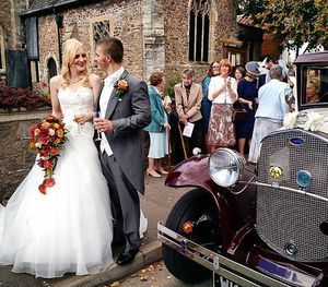 Happy couple on a lovely Autumn day #autumn #wedding #leicestershire #England #Hinckley #kilworthhouse #reception #vintagecars
