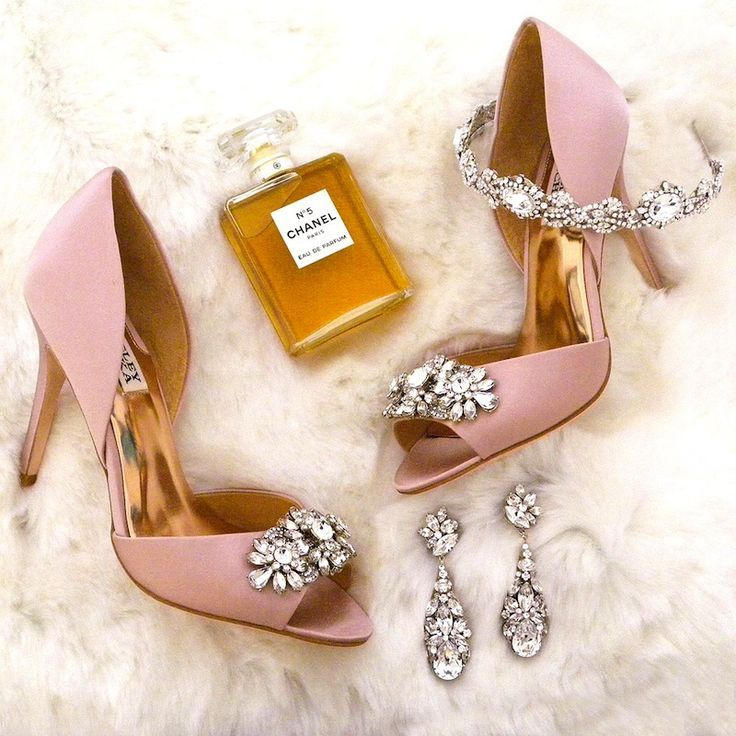 Glam it up! Wedding Shoes, Bridal Jewelry & Accessories for Red Carpet Style.